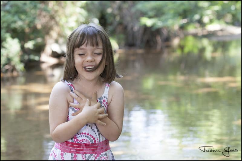 portrait enfant rivière