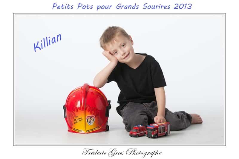 photo enfant avec casque pompier