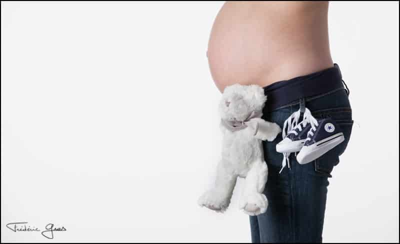 maman enceinte avec doudou et mini basket
