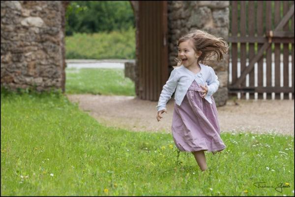 photo enfant qui court