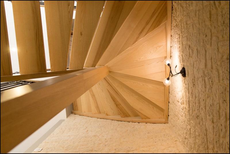 escalier vu de par en dessous