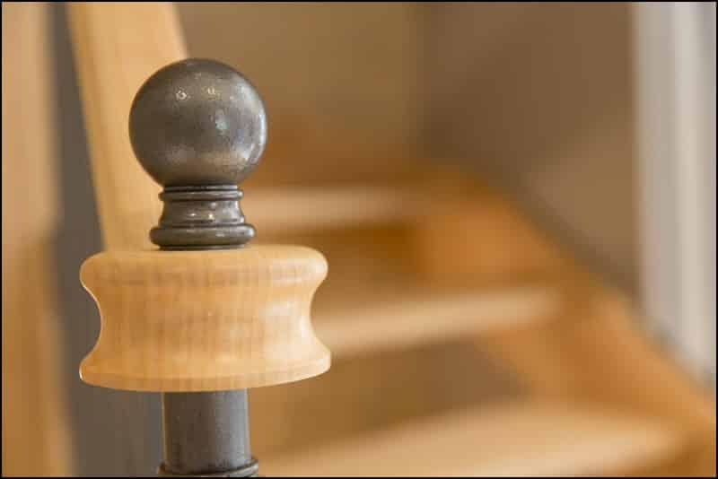 escalier en fer forgé et en bois