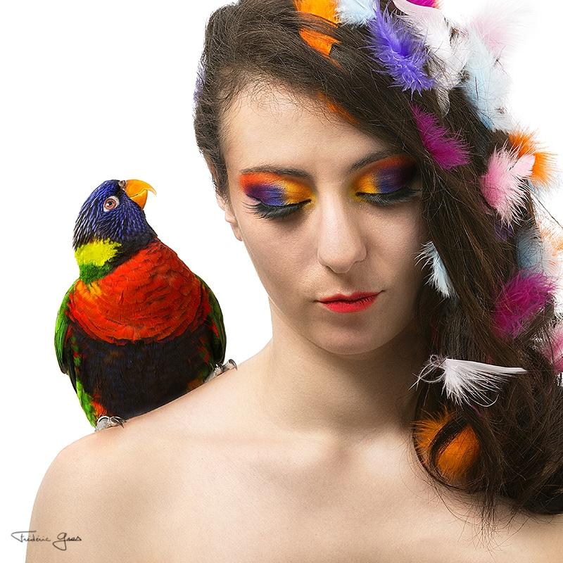 portrait femme avec son perroquet