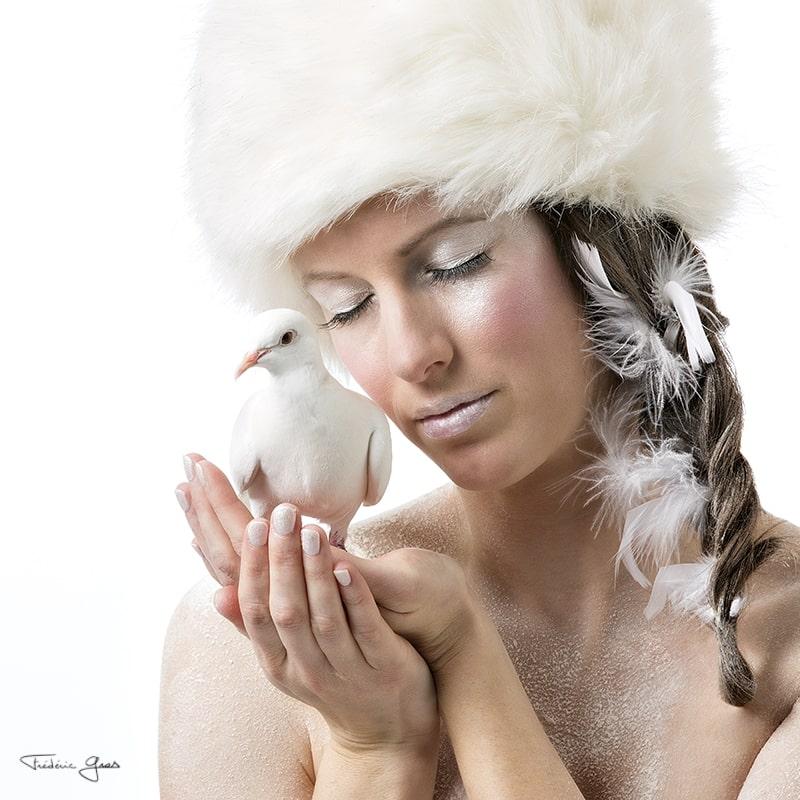 portrait femme avec sa colombe
