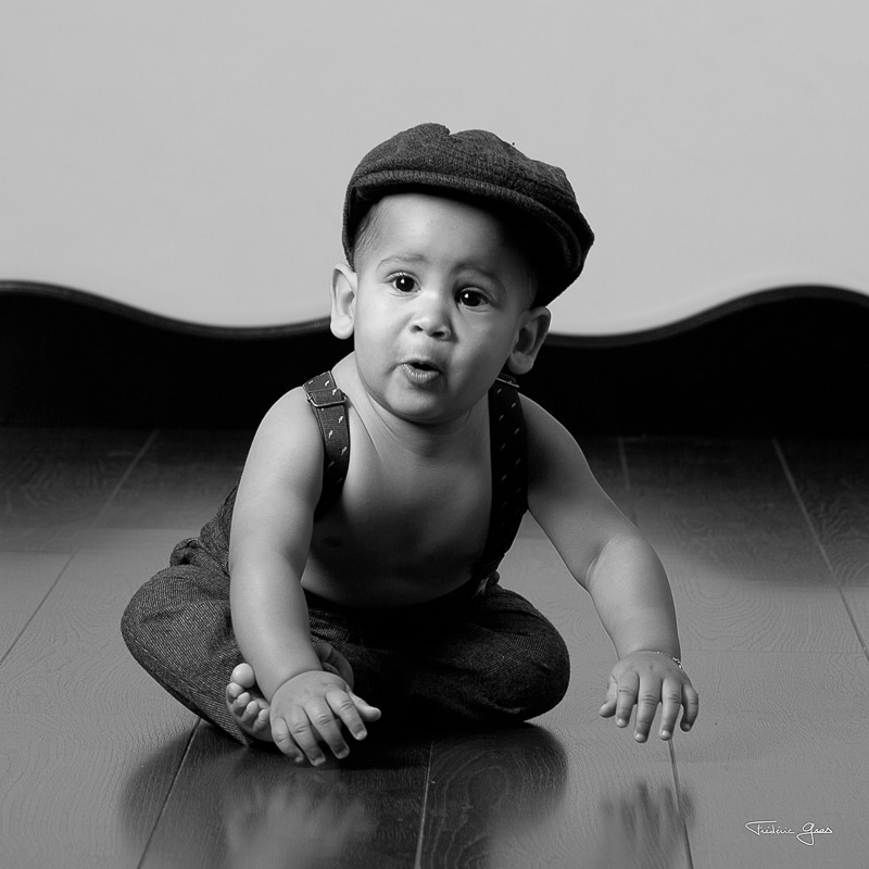 enfant avec un casquette