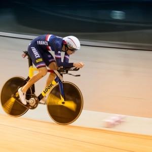 Cycliste sur la piste