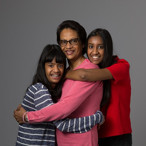 une maman avec ses filles