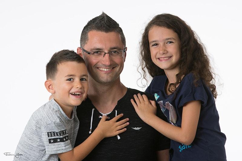 papa avec ses enfants