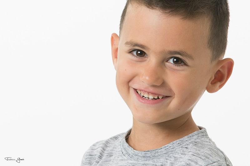portrait enfant qui sourit