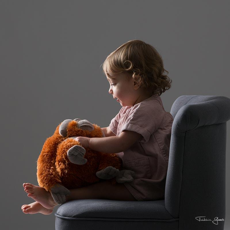photo enfant avec son doudou